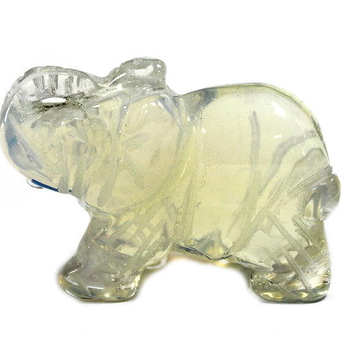 Eléphant en pierre précieuse