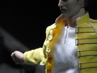 Freddie Mercury figure review by Thereviewer King