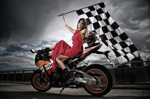 helena-vestergaard-moto-gp-hamish-blair-