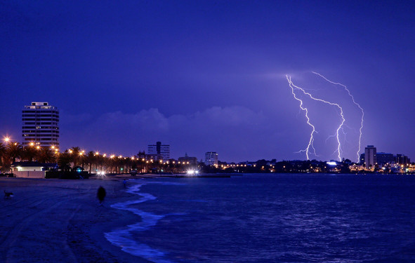 lightning-port-melbourne-hamish-blair-ph