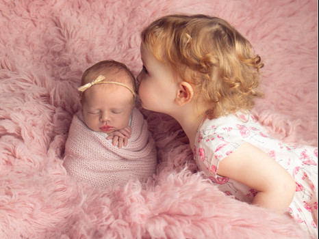 Photography Siblings with Newborns
