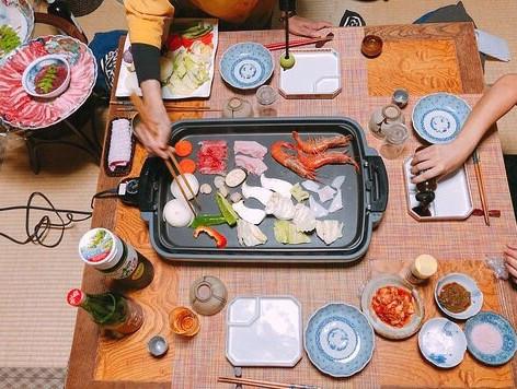 食事風景(和室にて)