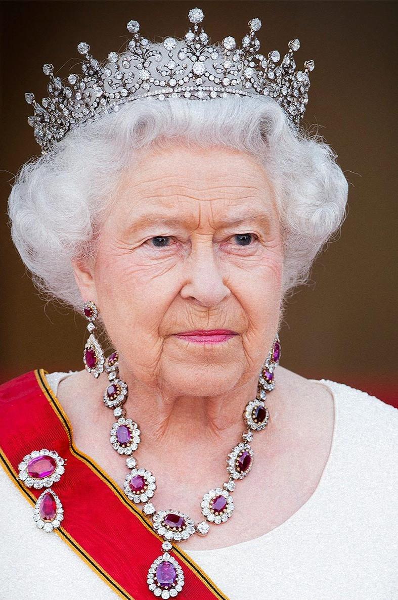 Елизавета 2 - конституционный монарх