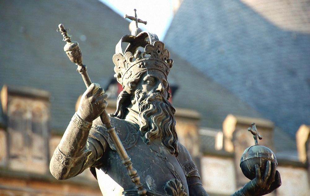 Памятник Карлу Великому в Ахене