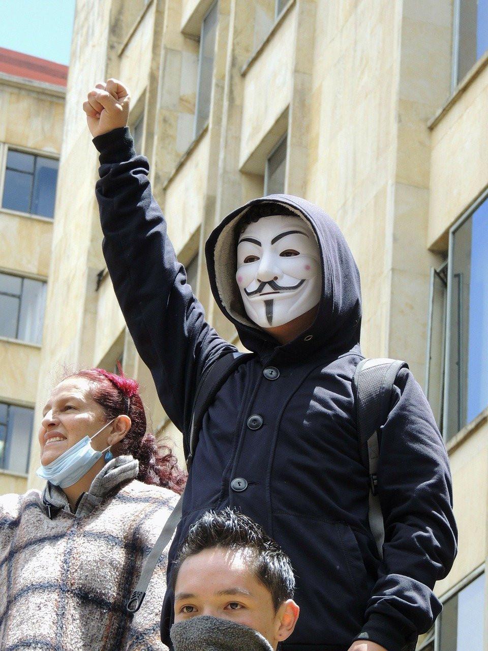 Маска Анонимуса - символ протеста