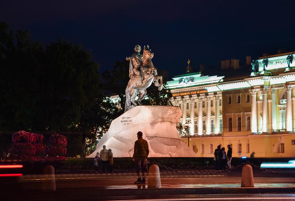 Памятник Медный всадник ночью