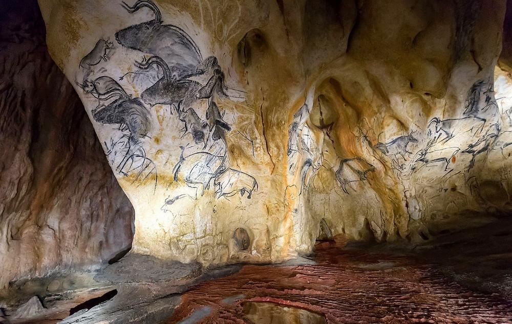 Пещера Шове с наскальными доисторическими рисунками