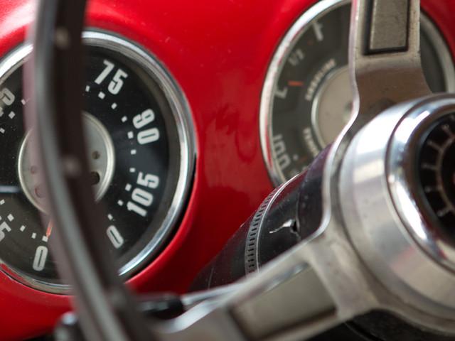 Oldtimer-Fahrer zeichnen sich durch defensive und rücksichtsvolle Fahrweise aus - das bestätigen auch die Zahlen der Versicherer.