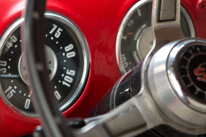 El volante del coche de la vendimia