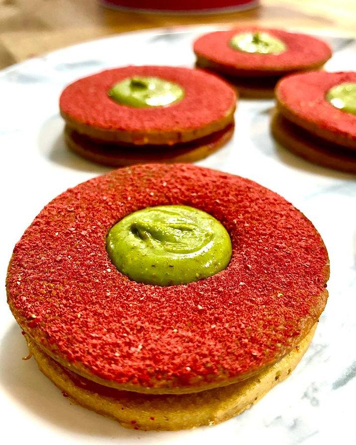 עוגיות סבלה פיסטוק ותות