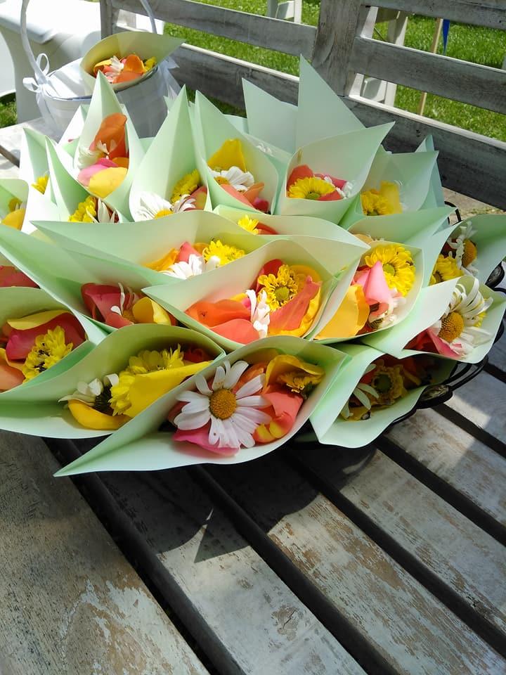 Albhochzeit, Blumen zum streuen.