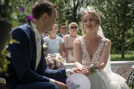verliebte Blicke zwischen Brautpaar