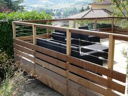 Persyphony-prestation-paysagiste-ouestlyonnais-terrasse-rambarde-bois