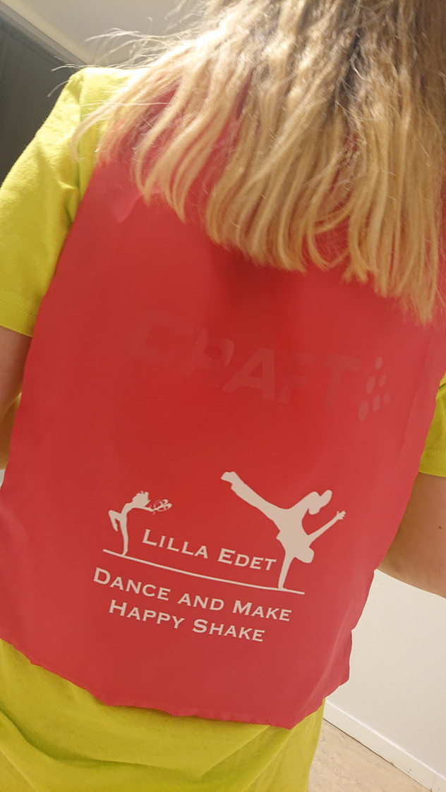 Visibility green t-shirt 229:- Rosa danspåse 249:-