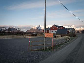Parkeringsplassen på Sollund Gård