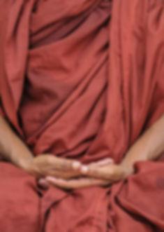 Geste de la main méditant
