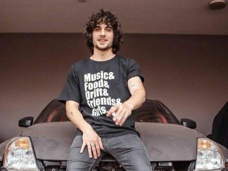 Fiuk, do BBB 21, vendeu carro de corrida por R$ 150 mil após chegar à falência