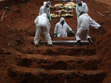 Com 4.211 mortes em 24h, Brasil dobra recorde de óbitos diários em 1 mês