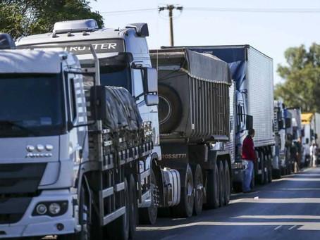 Bolsonaro apela para que caminhoneiros não façam greve na próxima semana