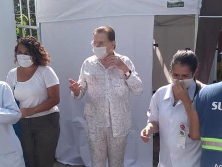 Silvio Santos toma vacina, mas comprovante tem erro em seu nome