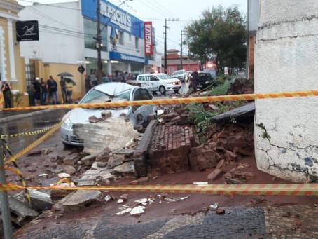 Desabamento de muro mata uma mulher e deixa outra gravemente ferida em Brotas