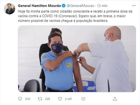 Mourão é vacinado contra Covid-19 em Brasília: 'Fiz minha parte como cidadão consciente', diz
