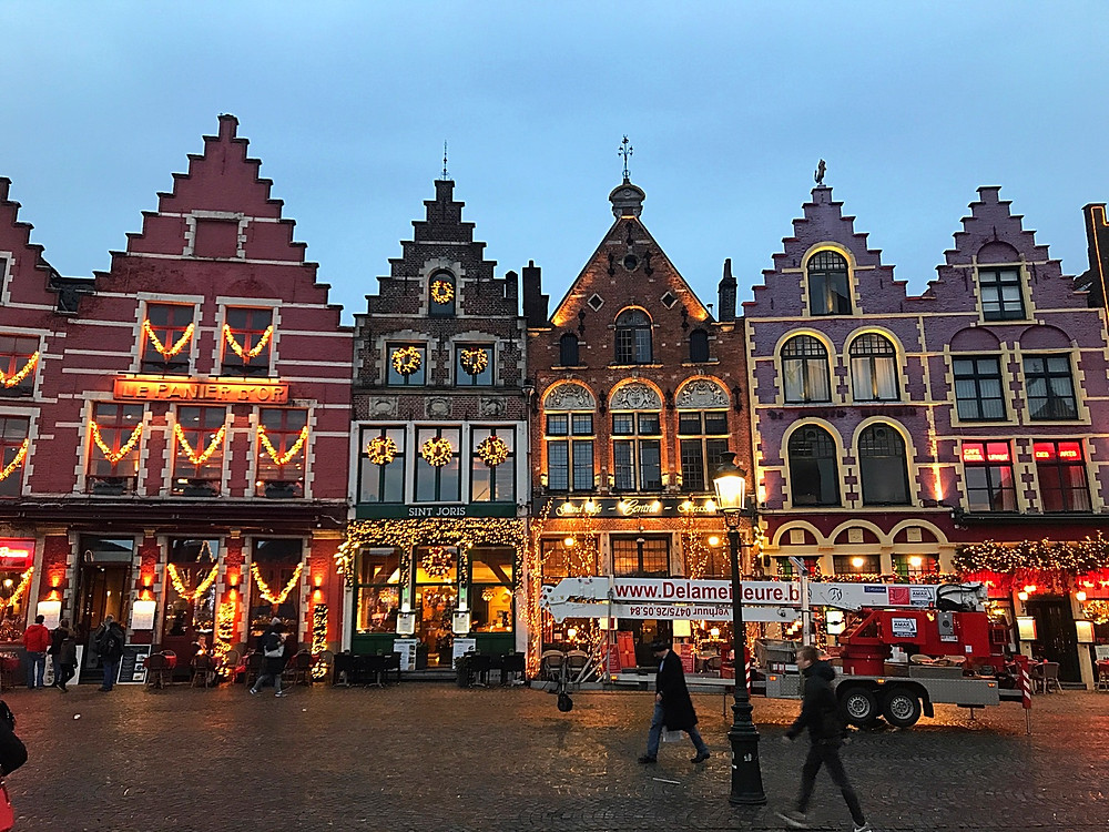 Festive store shops in the Brugges town center