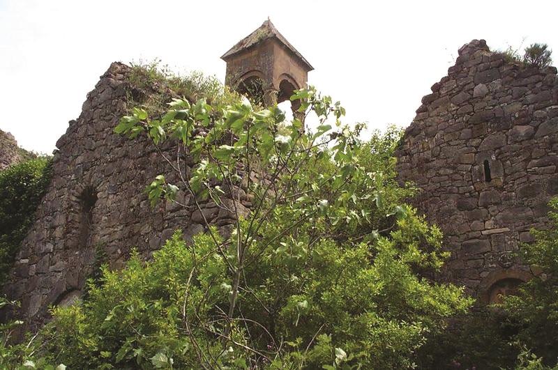 Aghdere(Mardakert)-church.jpg