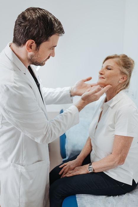 ניתוח הסרת שומות ונגעים בפנים