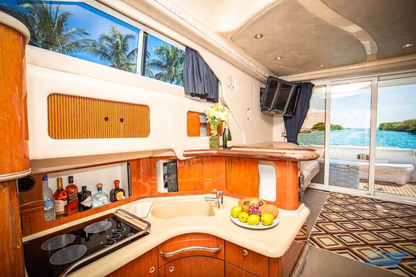 Sea Ray 400 Sedan Yacht 12.jpg