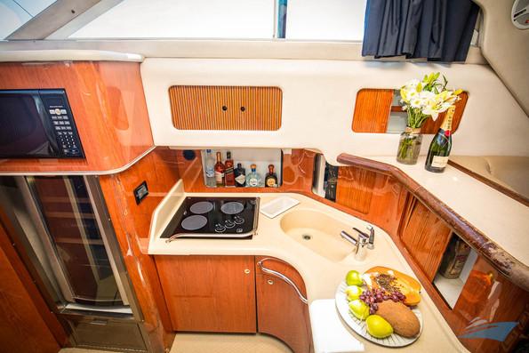 Sea Ray 400 Sedan Yacht 06.jpg