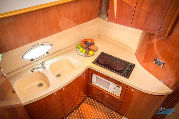 Azimut 42 Yacht 01.jpg