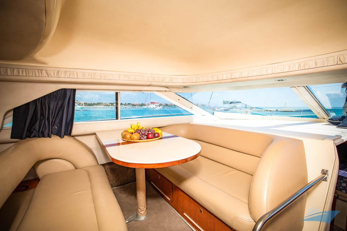 Sea Ray 400 Sedan Yacht 07.jpg