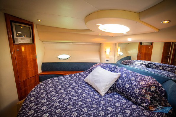 Azimut 42 Yacht 09.jpg