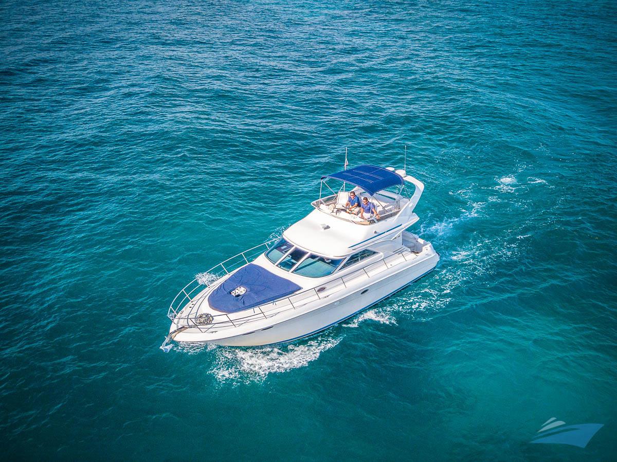 Sea Ray 400 Sedan Yacht 01.jpg