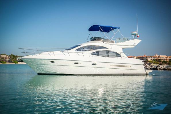 Azimut 42 Yacht 08.jpg