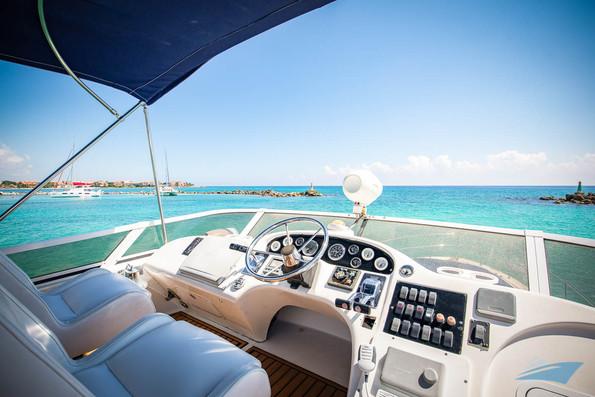 Sea Ray 400 Sedan Yacht 10.jpg