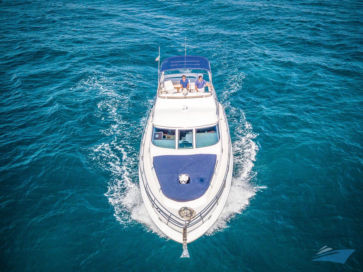 Sea Ray 400 Sedan Yacht 02.jpg
