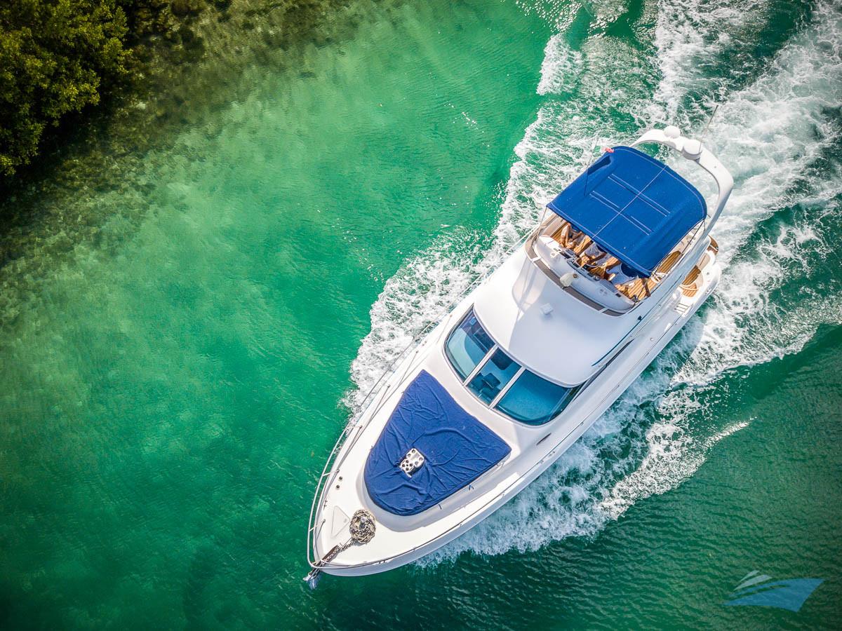 Sea Ray 400 Sedan Yacht 03.jpg