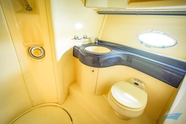 Azimut 42 Yacht 04.jpg