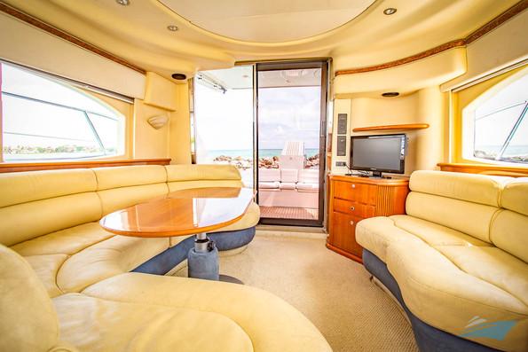 Azimut 42 Yacht 03.jpg