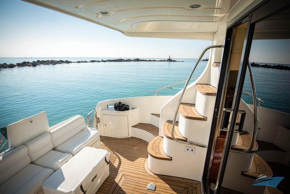 Azimut 42 Yacht 10.jpg