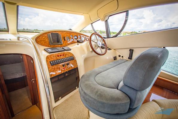 Azimut 42 Yacht 05.jpg