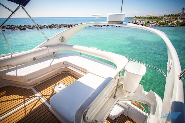 Sea Ray 400 Sedan Yacht 08.jpg