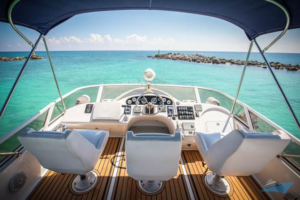 Sea Ray 400 Sedan Yacht 09.jpg