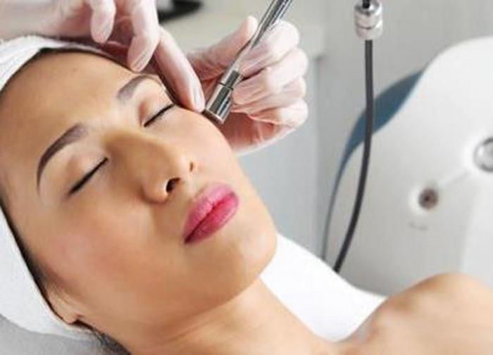 Microdermabrasion w/Hydrating Facial.