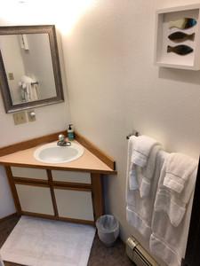 Bathroom1..jpg