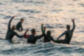 Personas en el mar.jpg
