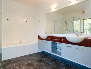 Guest Ensuite - Ground Level