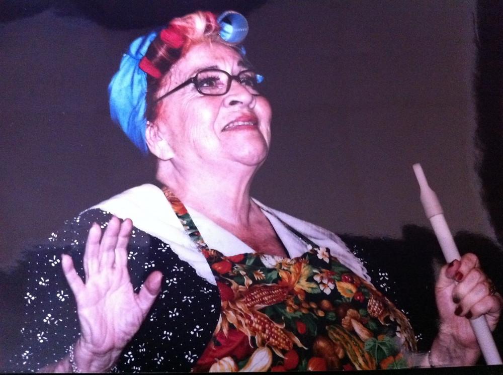 """""""Mecha"""" Gómez en una de sus interpretaciones en """"Argentina se muestra y muestra"""" (2012). Foto Cortesía: Carolina Czaffit."""